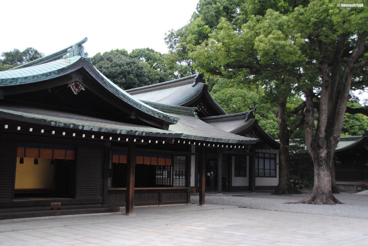 Kasvosuojien ja sateenvarjojen maa: kootut huomiot Japanista