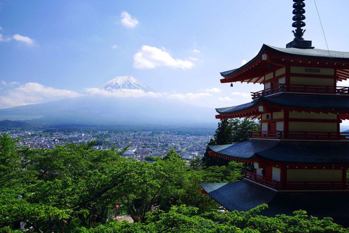 Koukkaus Fujille matkalla Tokiosta Kiotoon