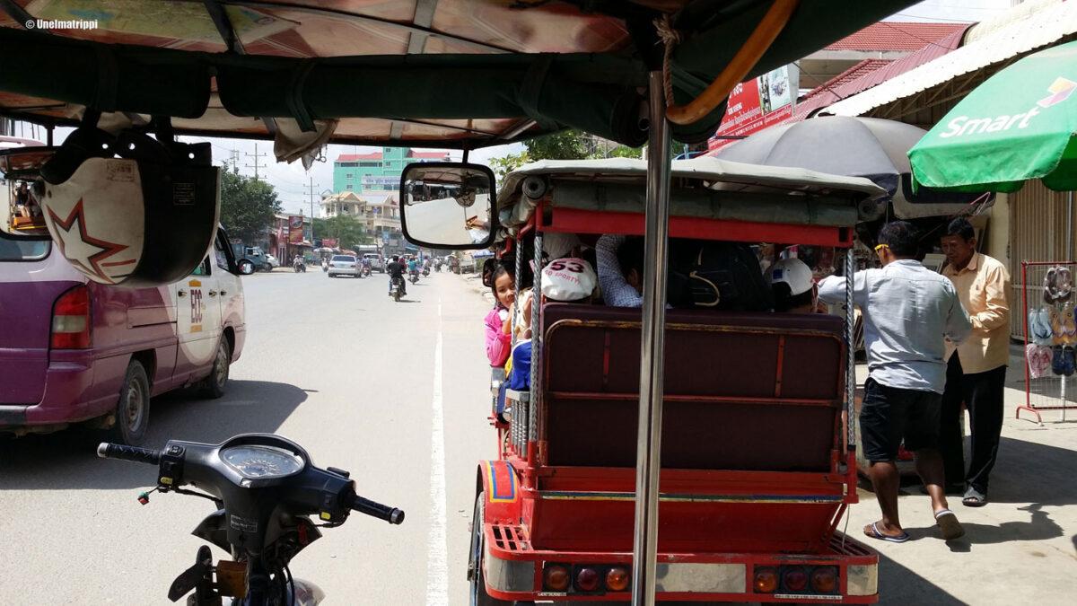 Köröttelyä bussilla Ho Chi Minh Citystä Phnom Penhiin