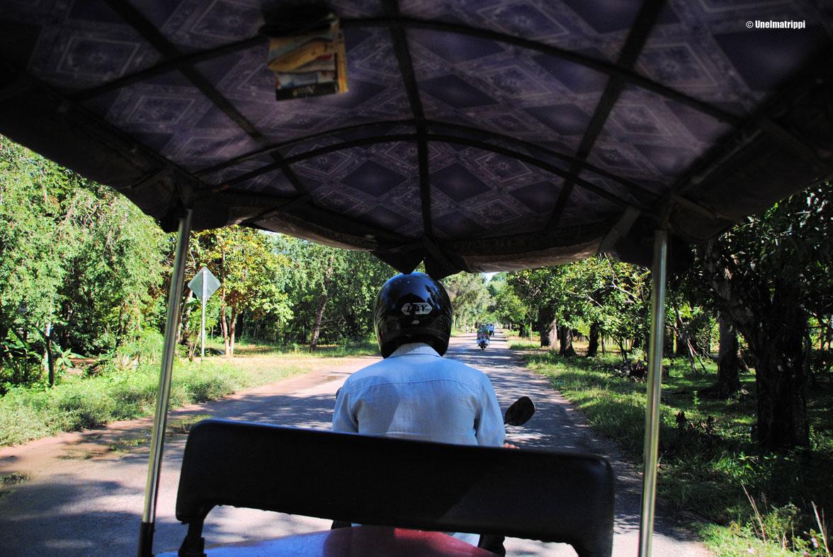 Artikkelikuva - Tuk tuk -kuljettaja Kambodzan maaseudulla