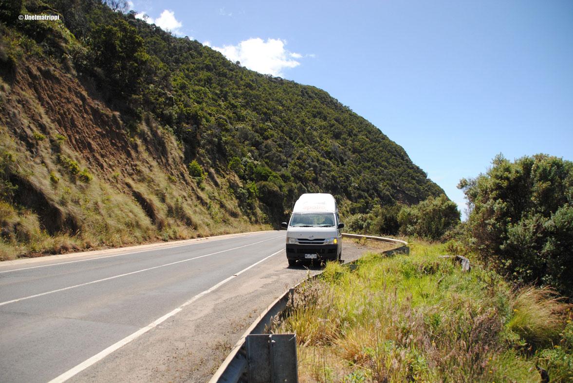 Artikkelikuva - Auto tien varressa Australiassa