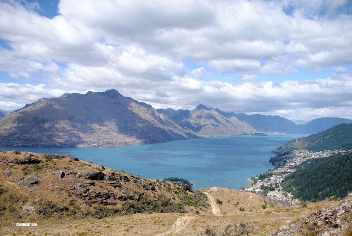 Autolla Uudessa-Seelannissa: Queenstown, värikäs alppikylä