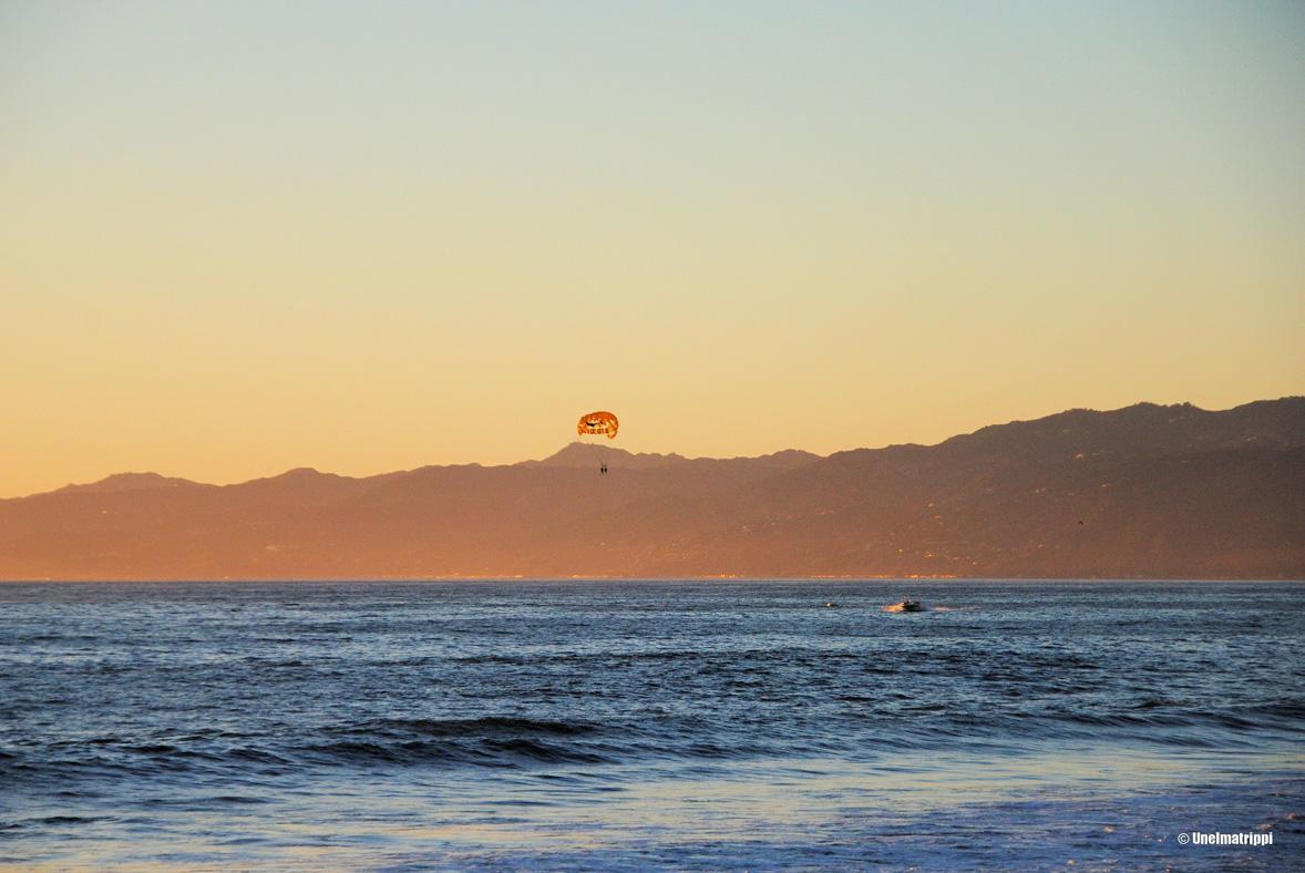 Auringonlasku Venice Beachillä
