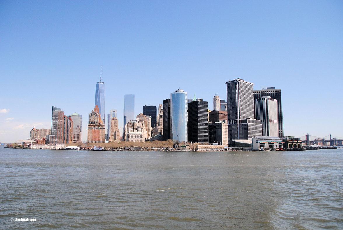 New Yorkin siluetti Staten Island Ferryn kyydistä nähtynä