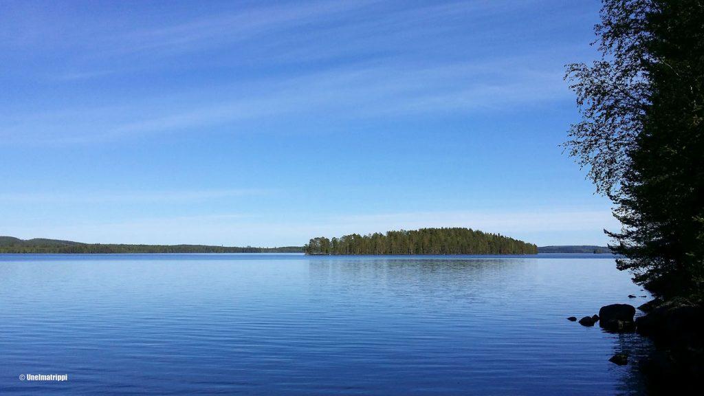 Pohjois-Karjalassa järven rannalla