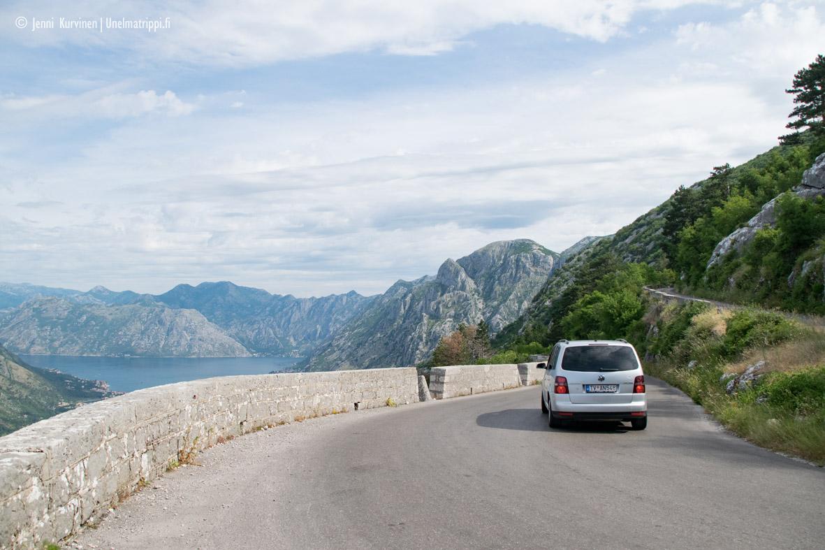 Autolla Euroopassa: serpentiinitiellä Kotorin yllä