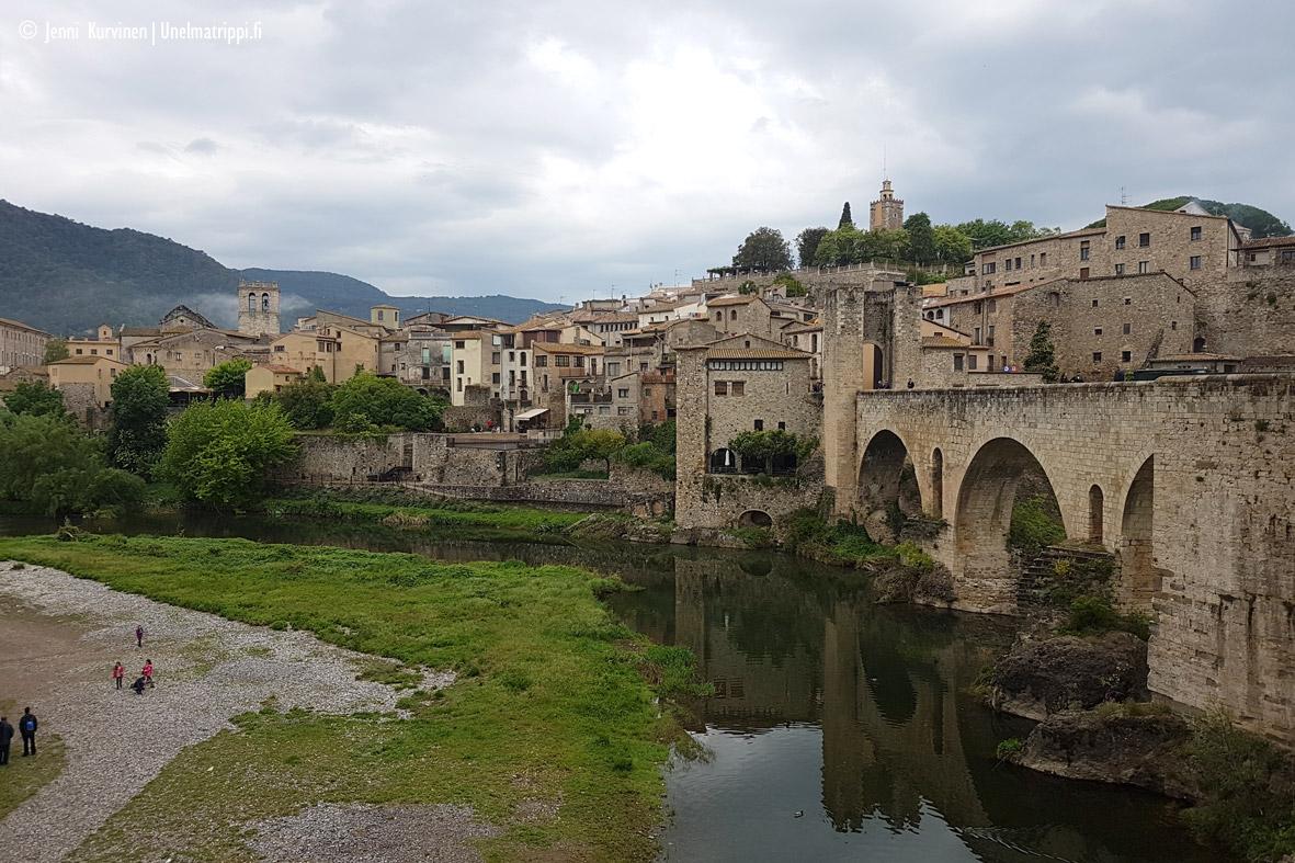 Autolla Euroopassa: Besalú, kylä toiselta aikakaudelta