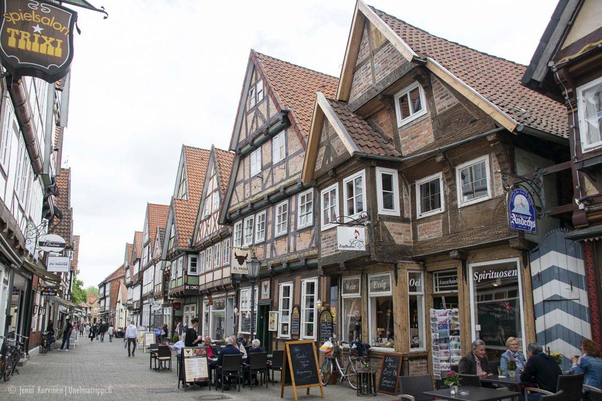 Autolla Euroopassa: ristikkotalojen Celle