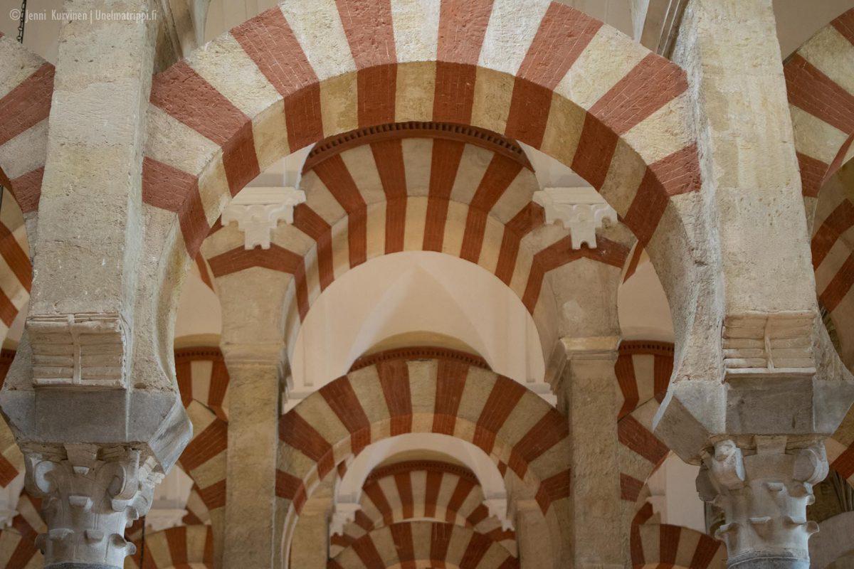 La Mezquita, kuuluisat punavalkoiset pylväät, Córdoba, Espanja