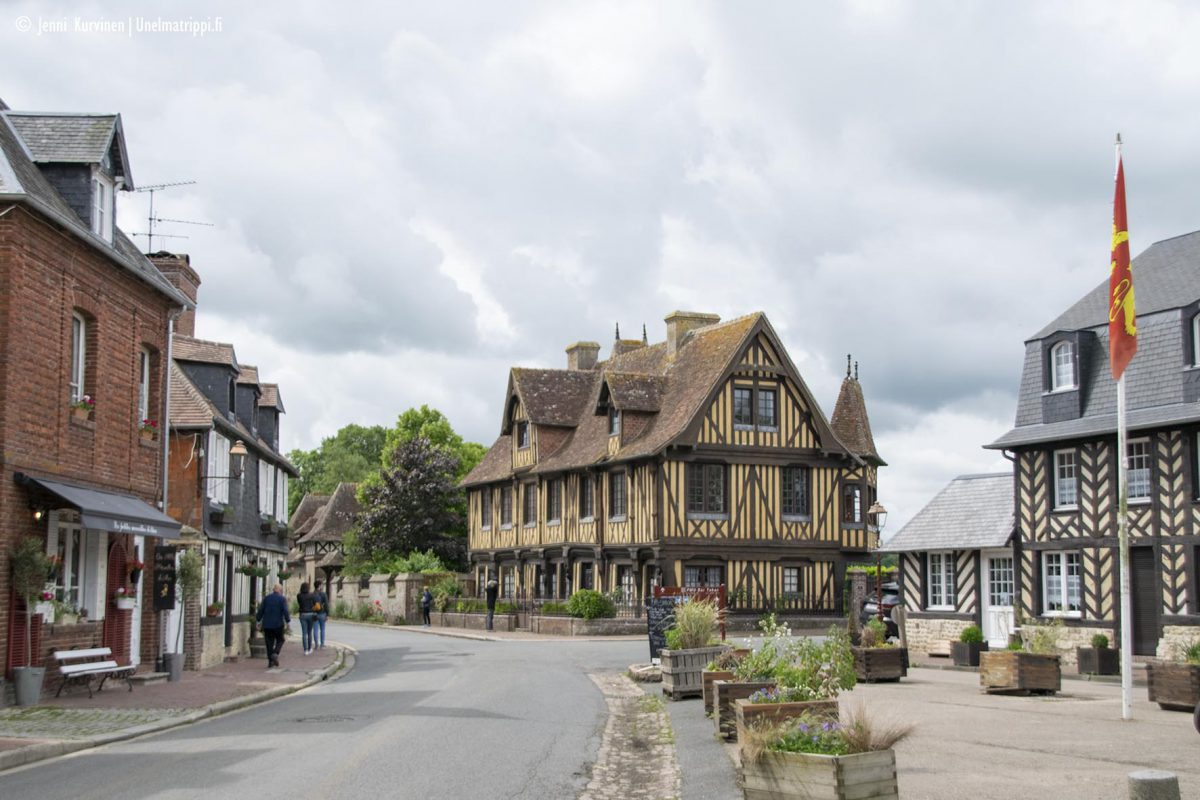 Kolme kuvankaunista kylää Normandiassa