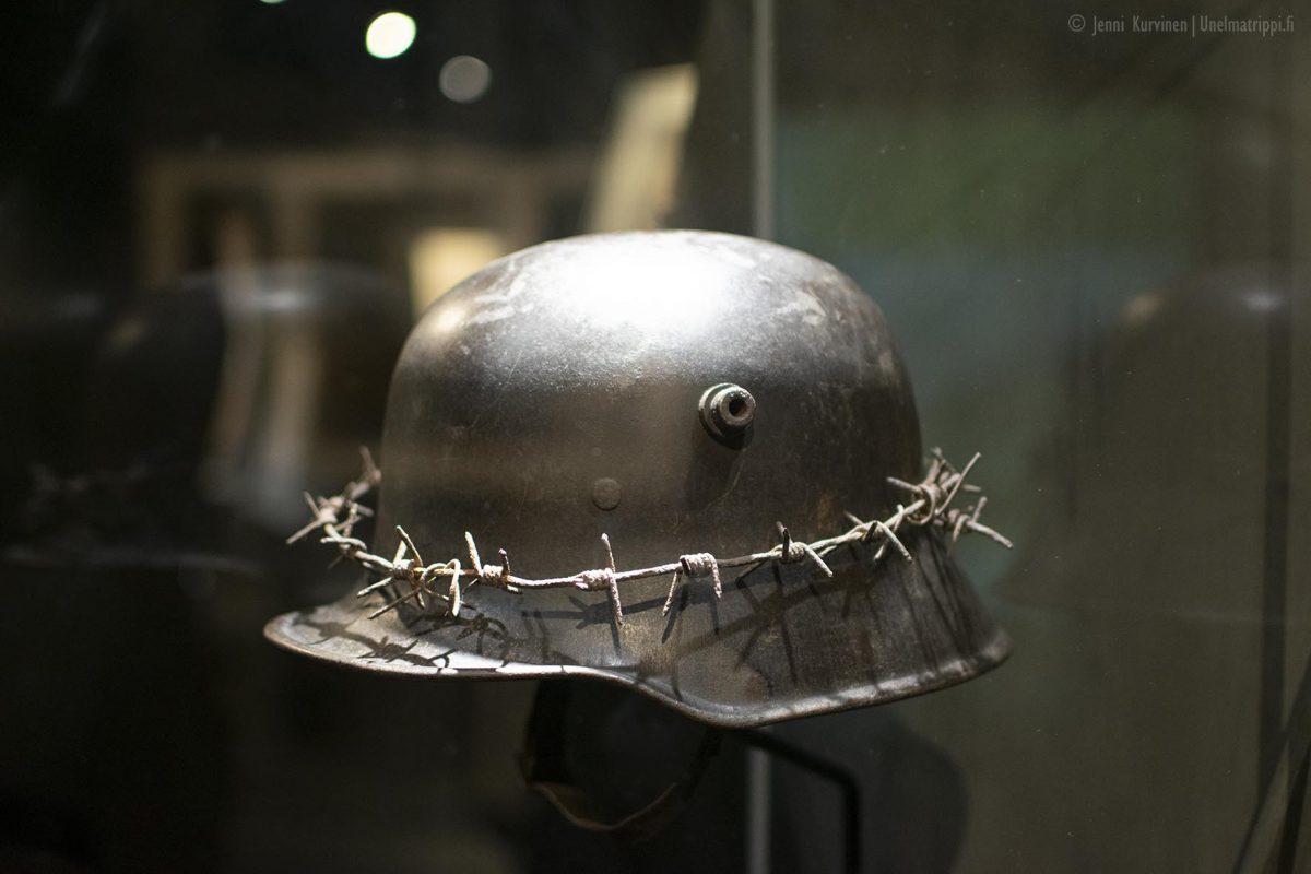 Artikkelikuva - Sotilaskypärä Verdun Memorialilla